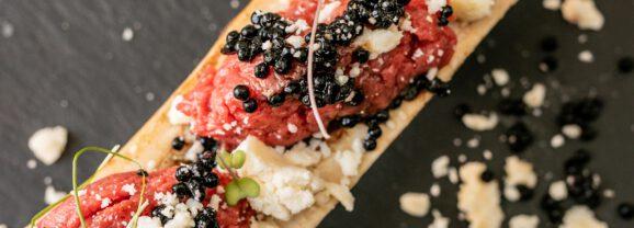 Tartare di Chianina su ossobuco, caviale di balsamico e gelato al Parmigiano